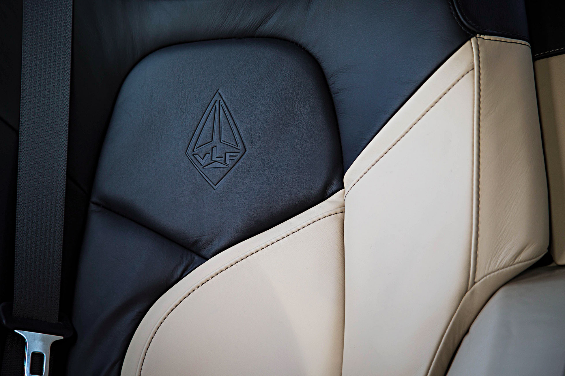 Destino-Interior—Seats-Close-Up